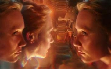 《爱丽丝梦游仙境2》片段 米娅从镜子中穿越