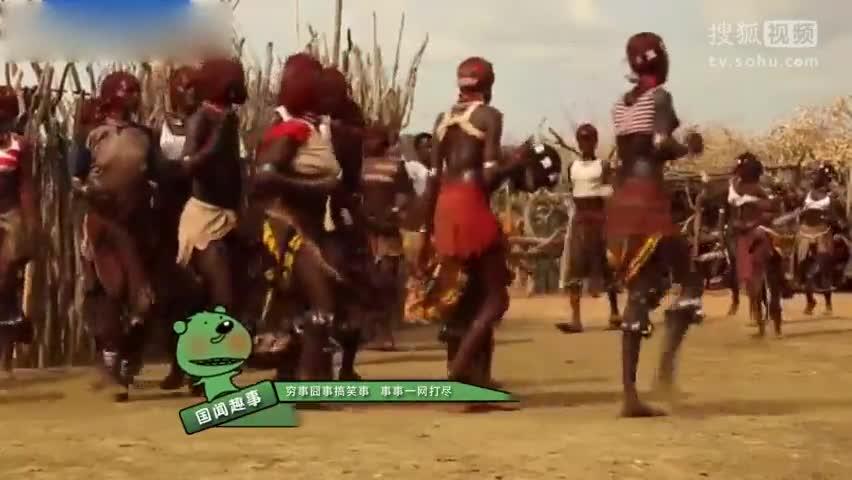 埃塞尔比亚部落女子求男子鞭打以示爱意