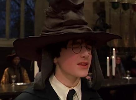 """《哈利·波特与魔法石》""""神奇分院帽""""片段  高燃回忆杀来袭"""