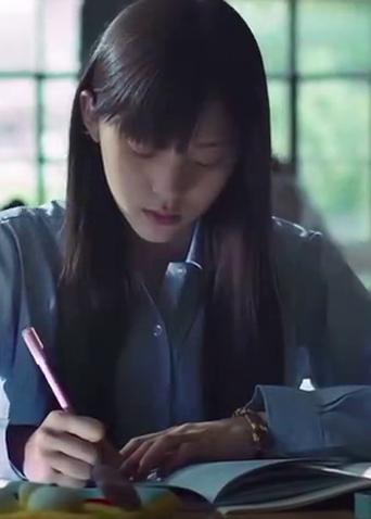 """《秘果》同名主题曲MV 欧阳娜娜""""暗恋""""陈飞宇心事重重"""