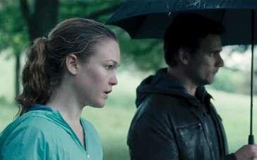 《危险辩护》曝光片段 为掩人耳目雨中秘密接头