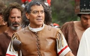 《凯撒万岁》拍摄直击 克鲁尼卖萌斯嘉丽化身人鱼