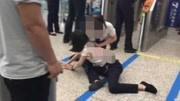 客运员被女乘客刺伤