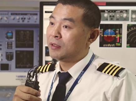《中国机长》总票房突破22亿曝全新特辑 揭秘万米高空的平凡英雄