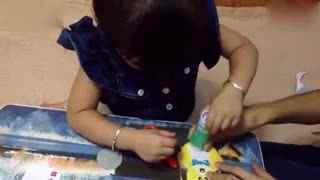 亲子游戏 萌宝手工制作《熊出没》时钟创意剪纸 玩具总动员世界大赛 光头强PK植物大战_02