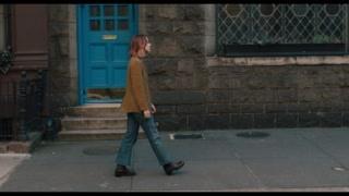 伯德小姐醉酒后醒来一个人孤独的走在陌生的街头