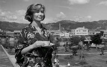 《广岛之恋》影像资料 恋人相拥战争画面不断涌现