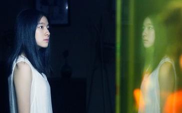 《枕边有张脸2》终极版预告 女主豪宅见鬼痛哭