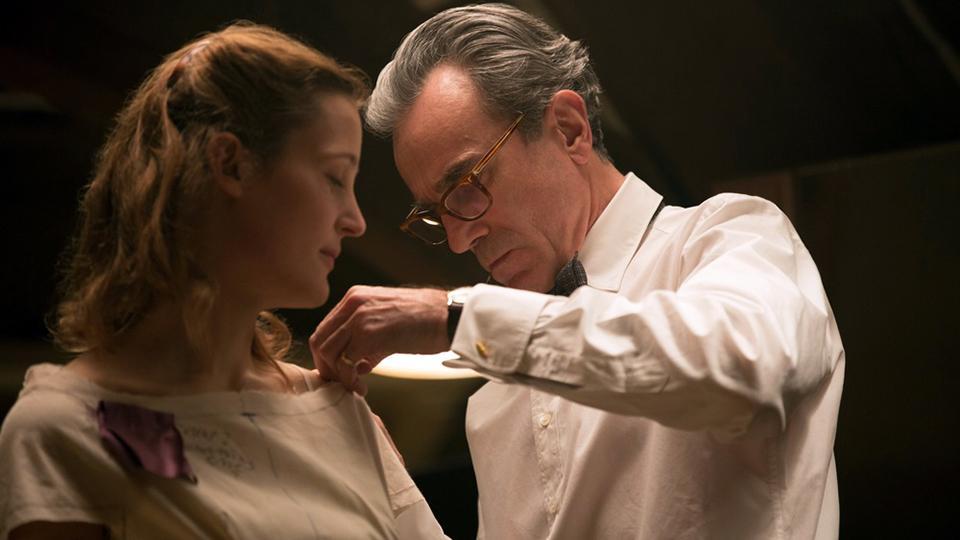 一口气看《魅影缝匠》,三届奥斯卡影帝的息影之作