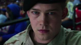 男子冒犯美国士兵被勒住脖子晕倒  这种人是该给点教训