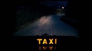 这个出租车开的有点野 下雪天注意安全啊司机