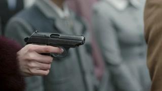 谁竟在公众场合开枪暗杀九歌?还好龙天羽反应及时!