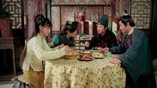 多个人多双筷子嘛 开开心心坐下吃饭的沈大哥