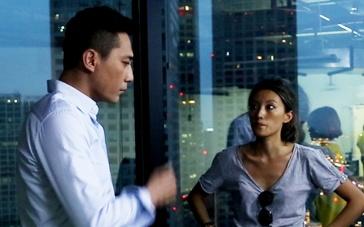 《北京纽约》拍摄花絮 美女导演李晓雨为刘烨讲戏