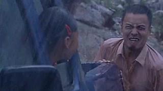 男子在暴雨中上演人体推车?下一秒就长埋于黄土!