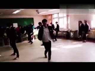 【舞蹈达人合集】这个班级酷毙了 集体跳EXO《中毒》团体舞