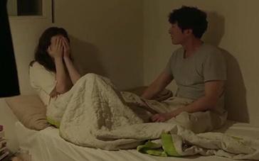 《你自己与你所有》中文预告 男女主人公床上开吵