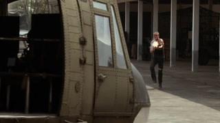 道夫龙格尔用机枪打爆直升机