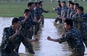 国防生预告-21:优秀国防生作假 暑假魔鬼集训