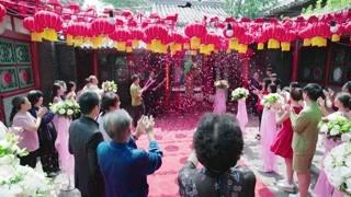 金满堂惠莲看到家里已经装饰过了 给你俩办婚礼的