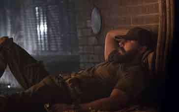 《男人倒下》预告 希亚·拉博夫蒙受战争创伤