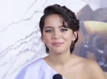《变形金刚5:最后的骑士》专访首位00后贝女郎伊莎贝拉·莫奈