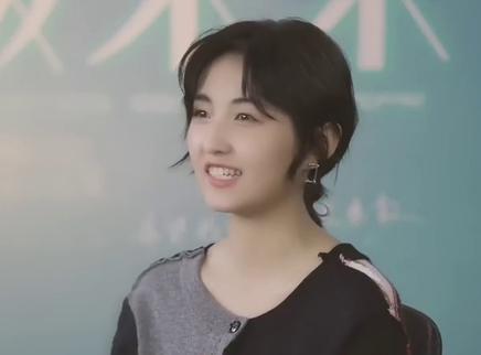 """《盛夏未来》""""青春同行""""特辑 张子枫吴磊诠释别样青春"""