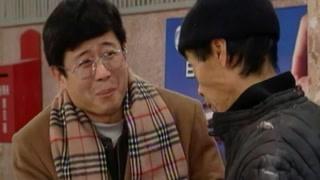 孙瞎子在候车室行骗 被警察抓个正着!
