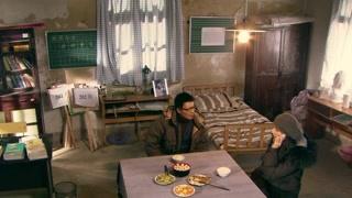 《生死相依》蓝卓等人得知素素的情况 为了叔叔回来的