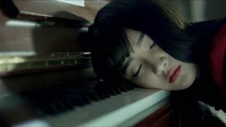 红衣学姐琴房弹琴 究竟老师能不能救回她?