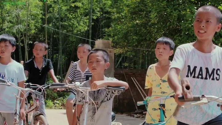 蜻蜓少年 预告片4:定档版 (中文字幕)
