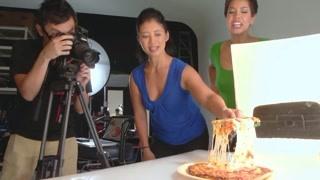 广告里的披萨为什么诱人? 拉丝的起司是真的吗?