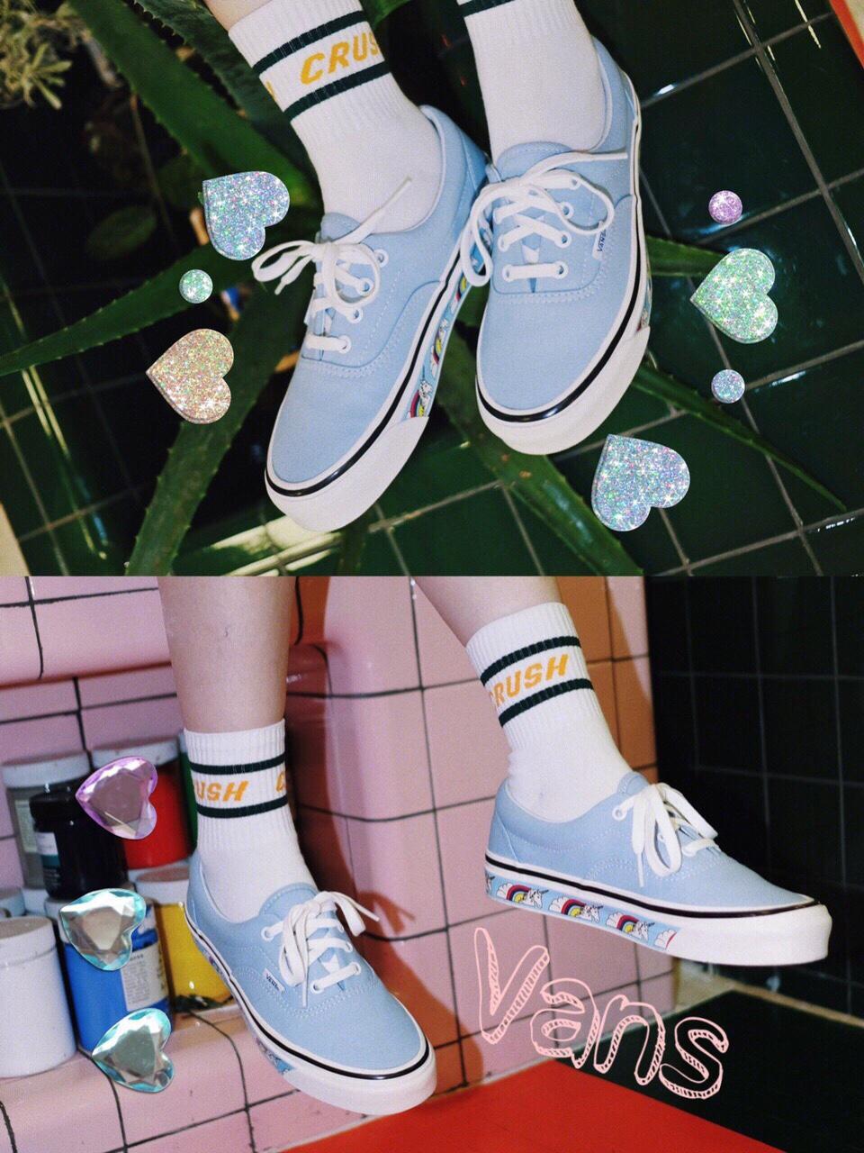 表情 Vans Era 95 DX 独角兽天蓝色的帆布鞋身,搭载UltraCUSH 中底缓震科技 OG  表情