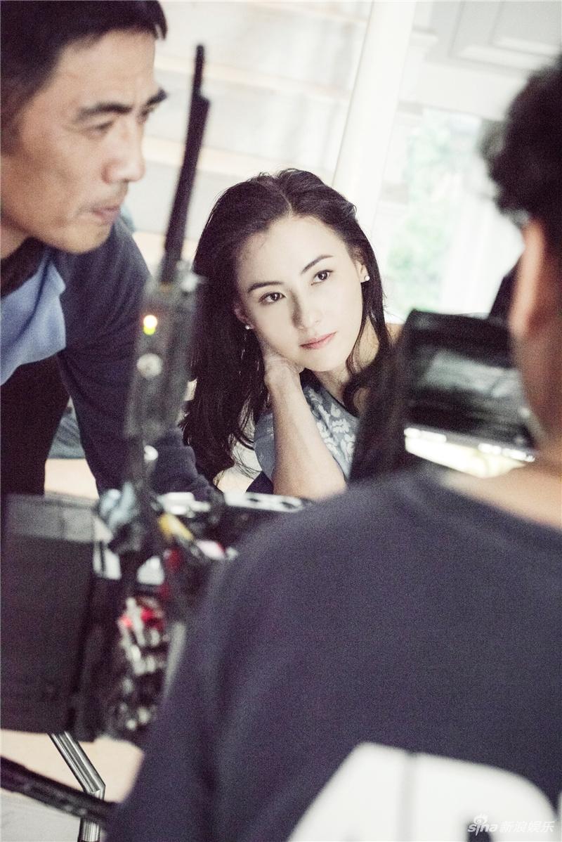 表情 组图 和镜头恋爱 张柏芝片场认真对戏超投入 新浪网 表情