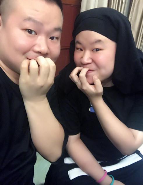 表情 岳云鹏与撞脸的妹子合影俩人长得一模一样 娱乐 腾讯网 表情