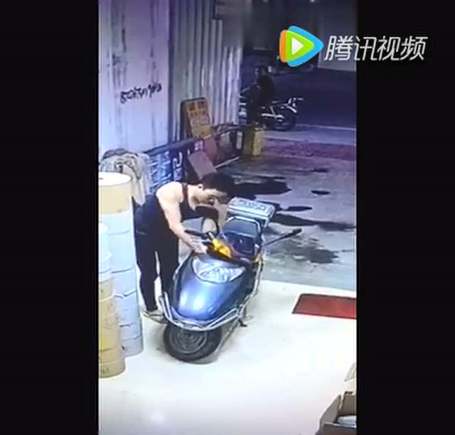 表情 偷电瓶车的网红动 红动中国素材 电瓶车防雨罩 电瓶车冬季挡风罩