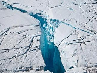 南极冰层现145公里长裂缝 英国关闭科考站