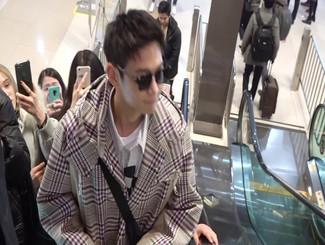 崔珉豪现身金浦赴东京 谦和有礼粉丝拥戴