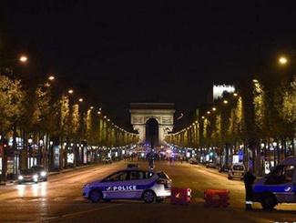 法国大选前 巴黎香榭丽舍大街发生枪击事件