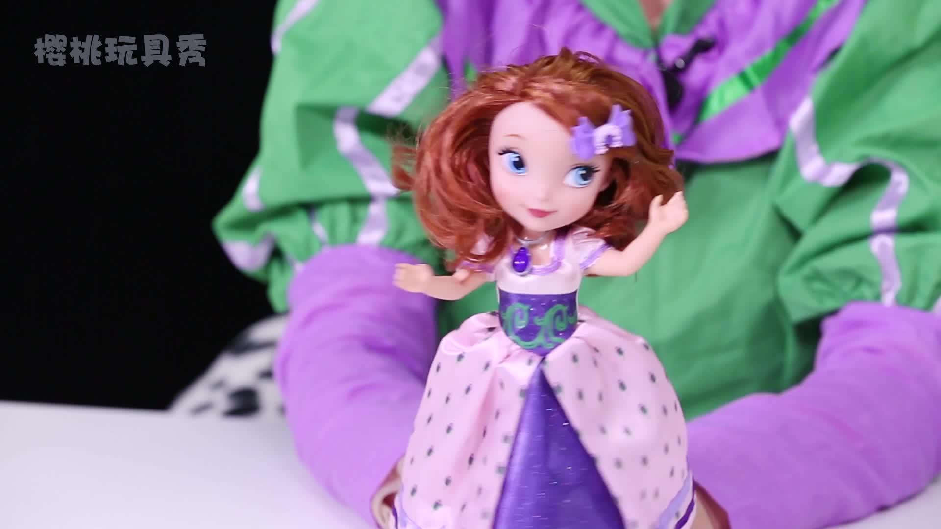芭比娃娃的服装大赛,大家更喜欢哪一套呢?