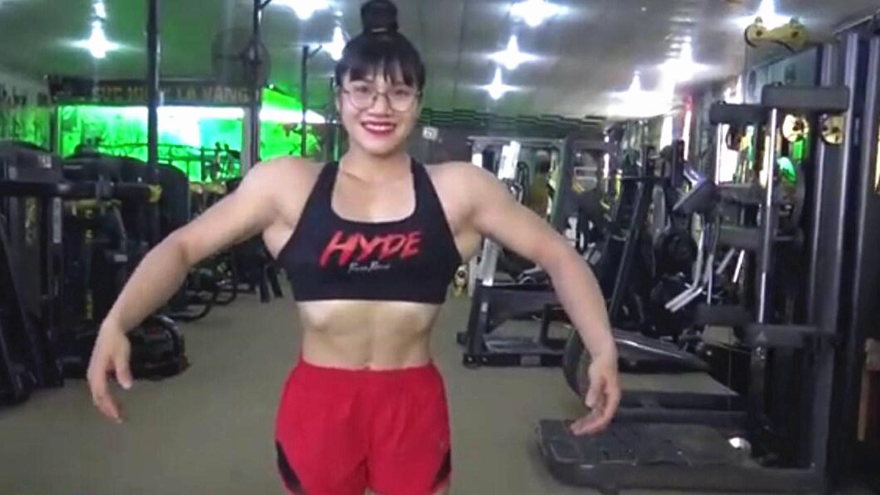 19岁少女热爱健身 身材比男人还壮硕