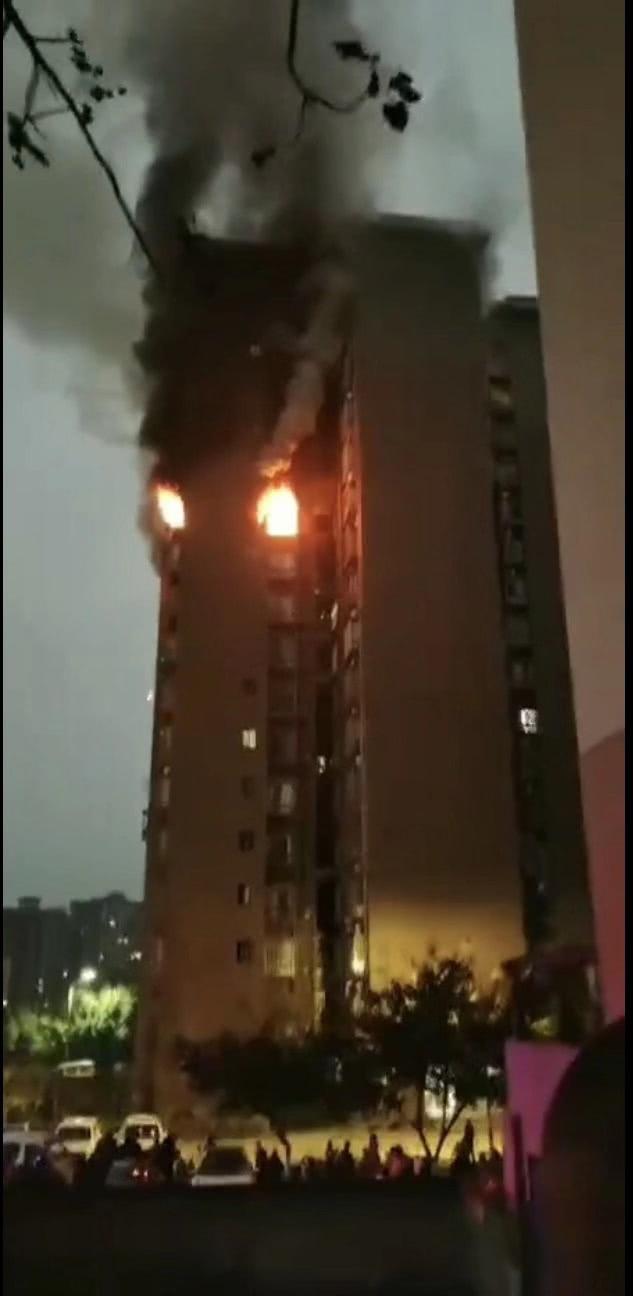 dnf私服发布网站大全重庆火灾致一家6口死亡 遇难者被困时曾与家人通电话求救
