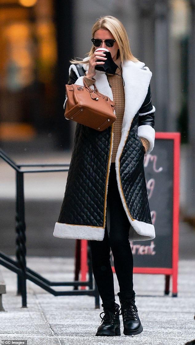 希爾頓集團二小姐亮相曼哈頓,穿羊毛鑲邊外套,引領冬季時尚