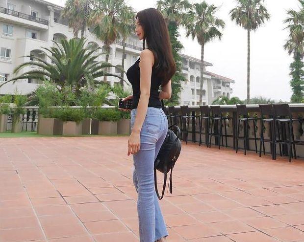 舒适养眼的牛仔裤美女,很有吸引力,轻松成为女性的焦点插图(6)