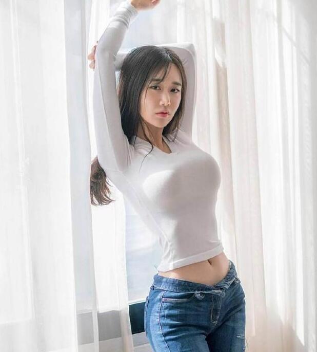 舒适养眼的牛仔裤美女,很有吸引力,轻松成为女性的焦点插图(2)