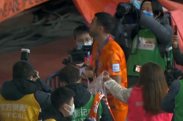 佩萊單獨致謝魯能球迷,回應離隊消息,回顧魯能奪冠3大感人瞬間