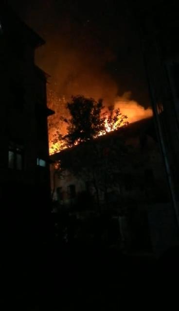 成都一出租屋發生火災