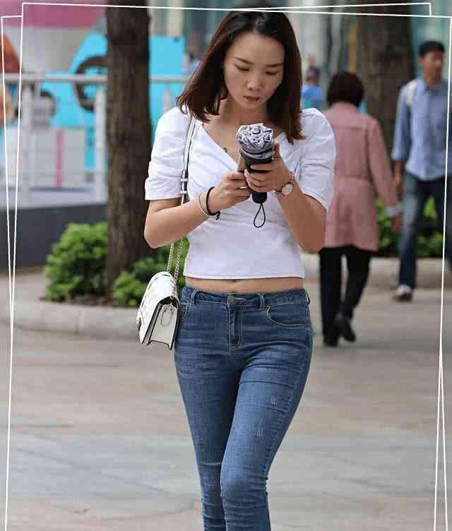 牛仔裤个性十足的版型,摆脱了固定的思维,时尚给人很强的视觉性插图(3)