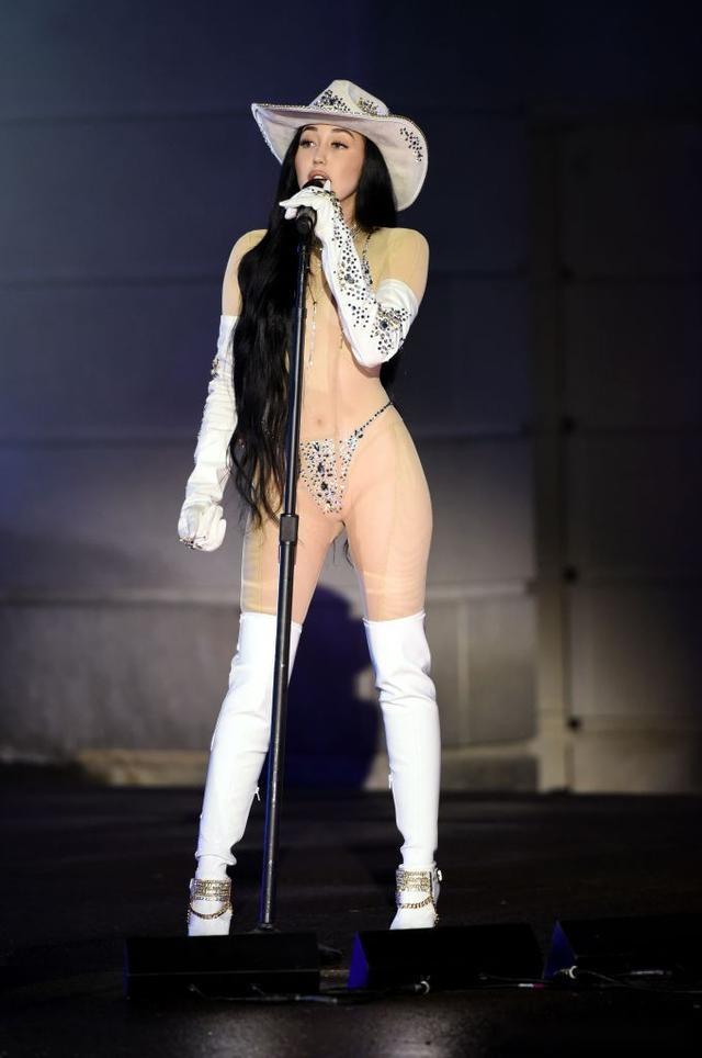 2020谷歌十大搜索量最高明星造型!美國女歌手穿丁字褲看球賽