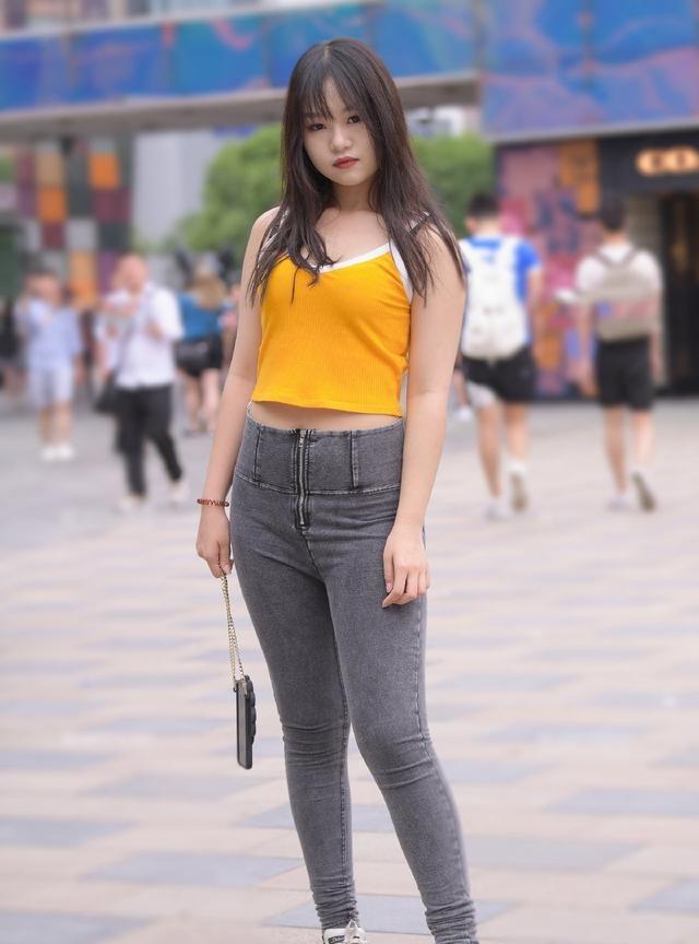 胖姑娘穿牛仔裤,不是展示身材,微胖美也是一种美插图(3)